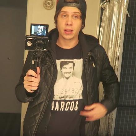 camara elrubius haciendo selfie