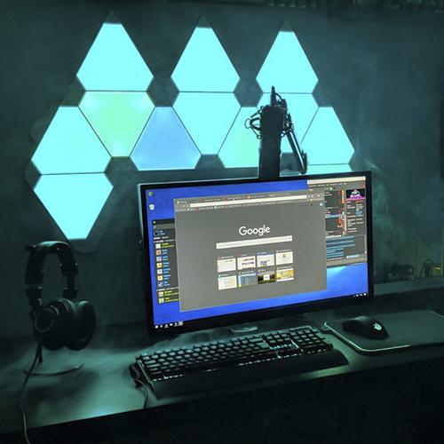 habitacion gamer con iluminacion nanoleaf aurora